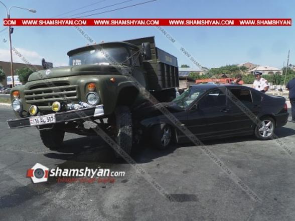 Կոտայքի մարզում BMW-ն մխրճվել է բեռնատար ЗИЛ-ի մեջ