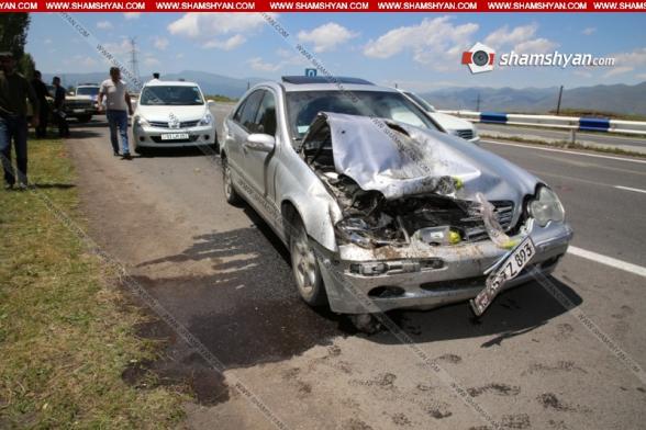 Ինչպես է Գեղարքունիքի մարզում տեղի ունեցել Газ 2411-ի և Mercedes-ի բախումը. կա վիրավոր