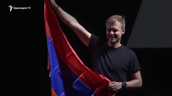 Հոլանդացի DJ Արմին վան Բյուրենը WCIT համերգն ավարտեց հրավառության ներքո եռագույնը ծածանելով