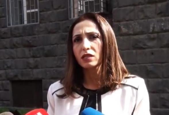 Մարինա Խաչատրյանի շտապ ասուլիսը՝ ԱԱԾ շենքի դիմաց (տեսանյութ)