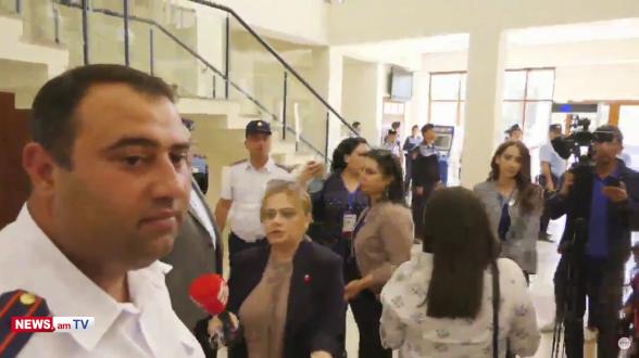 Դատարանում վիրավորում են Հայկ Ալումյանին. կարգադրիչները չեն արձագանքում