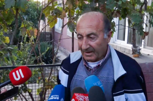 Երևի եկել էին տեսնեն՝ ինչ «դղյակներ» ունենք. ԱԱԾ քննիչները ՍԴ նախագահ Հրայր Թովմասյանի հոր առանձնատանն էին (տեսանյութ)