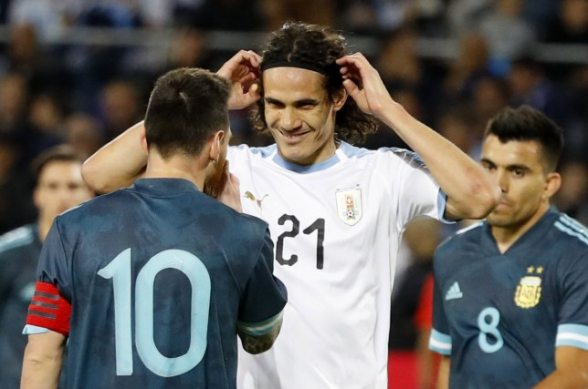 Месси и Кавани устроили стычку во время матча Аргентина-Уругвай (видео)