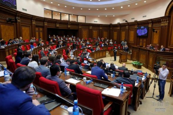 Из-за массовых командировок депутатов проваливается голосование по законопроектам –«Жоховурд»