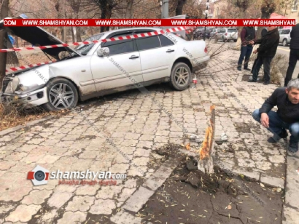 Գյումրիում 23-ամյա վարորդը Mercedes-ով Բագրատունյաց օղակում դուրս է եկել երթևեկելի գոտուց, բախվել ծառին. կա վիրավոր