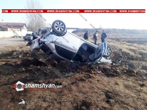 Շիրակի մարզում 35-ամյա վարորդը Toyota-ով դուրս է եկել երթևեկելի գոտուց և գլխիվայր շրջվելով՝ հայտնվել դաշտում. կա վիրավոր