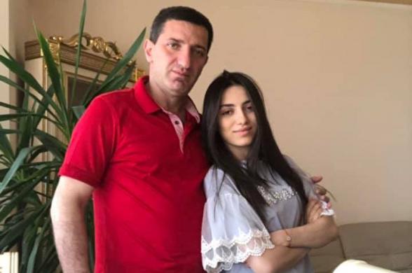 Геворг Петросян спел с дочерью