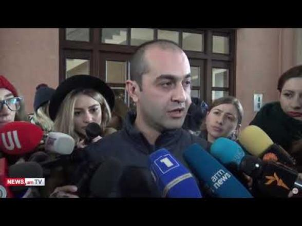 Обыск в квартире Грайра Товмасяна не начинается, так как он еще не ознакомился с решением суда – адвокат (видео)