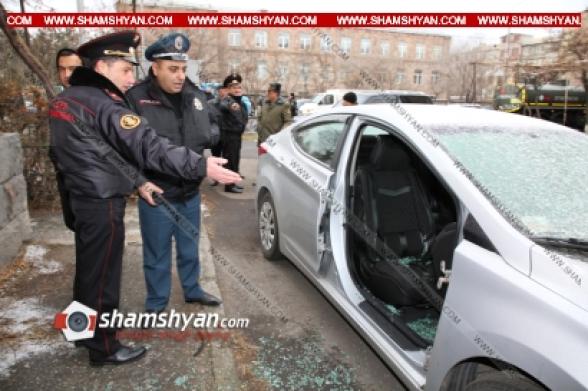Երևանում Hyundai Elantra ավտոմեքենայի դուռը մեքենայի վրայից պոկել ու գողացել են (տեսանյութ)