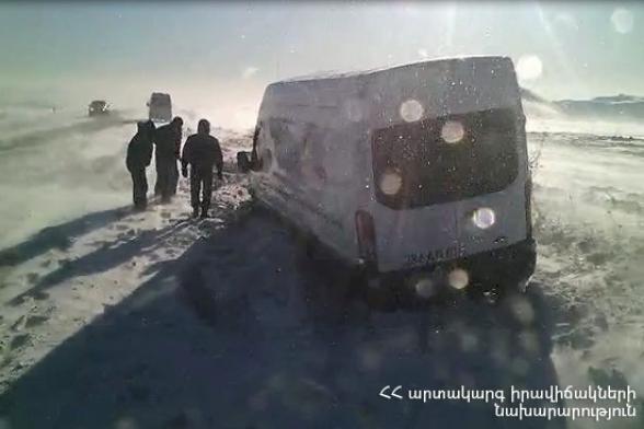 Հանրապետության տարբեր տարածքներում ավտոմեքենաներ են արգելափակվել