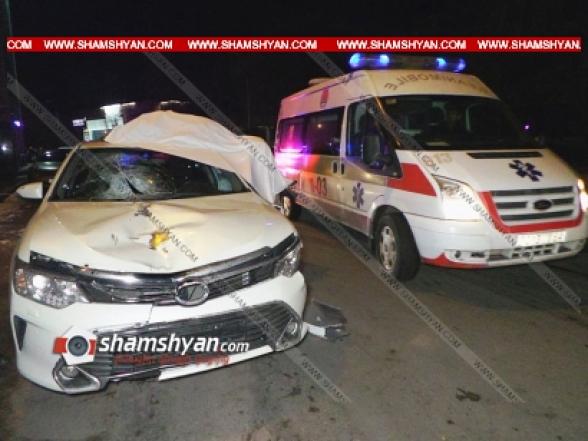 Toyota-ի վարորդը վրաերթի է ենթարկել փողոցը չթույլատրելի հատվածով անցնող 2 հետիոտնի. մահացածին հայտնաբերել են ավտոմեքենայի տանիքին