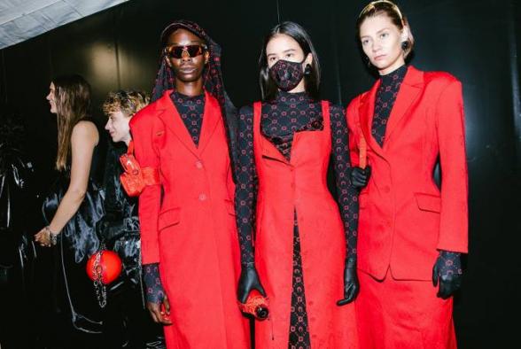 Մոդելները կորոնավիրուսի դեմ դիմակներով են հարթակ դուրս եկել Փարիզի Նորաձևության շաբաթին