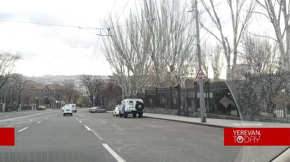 Բազմաթիվ մեքենաներ, քիչ մարդիկ, մի քանի ոստիկան․ սահմանափակումները՝ Երևանում