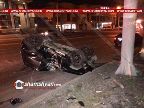 Երևանում 27-ամյա վարորդը Նիվայով բախվել է էլեկտրասյանն ու գլխիվայր շրջվել. կան վիրավորներ