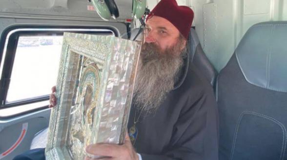 Հոգևորականը ուղղաթիռով օրհնել է Թբիլիսին