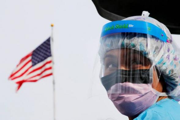 В США за сутки от коронавируса умерли более 1300 человек