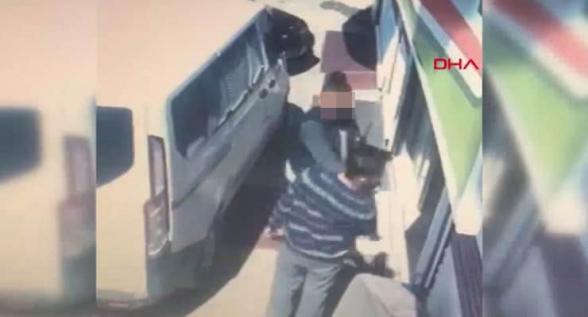 Թուրքիայում խանութպանին ապտակած ոստիկանն ազատվել է աշխատանքից