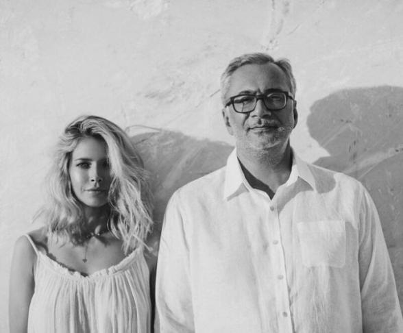 «Уходи с нашего района». Վերա Բրեժնևան և Կոնստանտին Մելաձեն կատարել են կորոնավիրուսի մասին հայկական երգը (տեսանյութ)