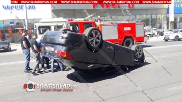 Երևանում «Իդեալ» խանութի դիմաց բախվել են 2 Lexus-ն ու Nissan-ը. Lexus-ներից մեկը գլխիվայր շրջվել է