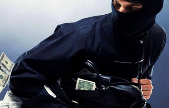 Երկաթյա ձողով հարվածել են «Մալաթիա» տոնավաճառի տարադրամի փոխանակման կետի աշխատակցի գլխին ու հափշտակել 10 հազար ԱՄՆ դոլար