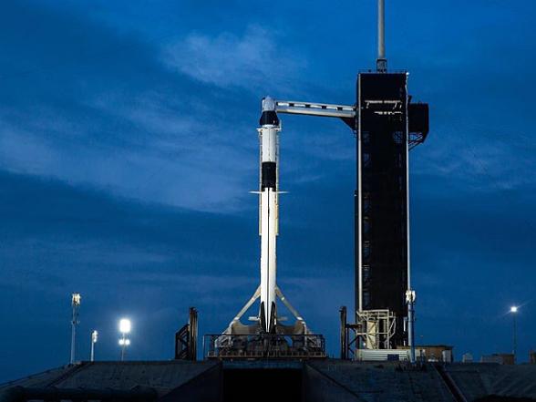 «SpaceX» провела первый в истории запуск пилотируемого корабля в космос (видео)