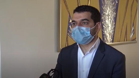 Шурин заразившегося коронавирусом Никола Пашиняна накануне общался с ним, но пришел в парламент (видео)