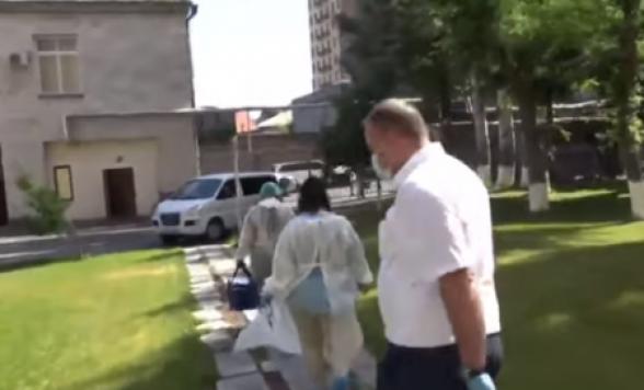 Медики прибыли в парламент Армении: в НС выявили 1 случай заражения COVID-19 (видео)