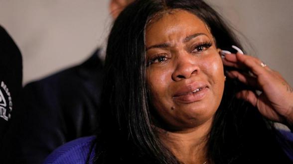 Вдова погибшего афроамериканца впервые выступила с обращением