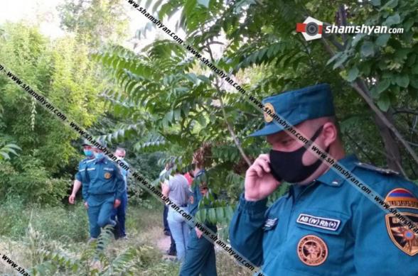 Ծիծեռնակաբերդի հուշահամալիրի հարակից հատվածում ծառից կախված 30-ամյա տղամարդու դի է հայտնաբերվել