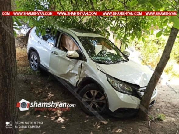 Արգավանդի խաչմերուկում բախվել են Mitsubishi Pajero IO-ն և Hyundai-ը. վերջինն էլ հայտնվել է բնակչի տան բակում
