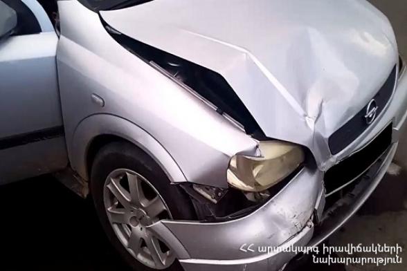 Էջմիածին-Աշտարակ ավտոճանապարհին «Opel Astra G» մակնիշի ավտոմեքենան դուրս է եկել երթևեկելի հատվածից և հայտնվել ճանապարհի ձախակողմյան հատվածում․ վարորդի ինքնությունը չի հաջողվել պարզել