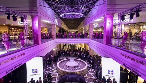 Ահազանգ է ստացվել, որ «Մեգամոլ Արմենիա» առևտրի կենտրոնում ռումբ է տեղադրված. 1800 մարդ տարհանվել է