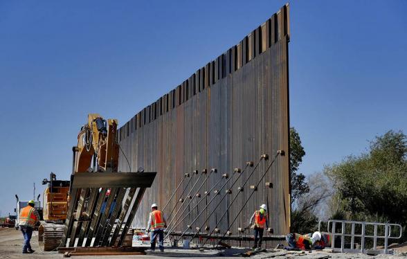 Верховный суд США разрешил продолжить строительство стены на границе с Мексикой
