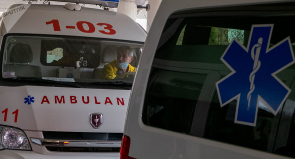 Երևանում անվտանգության աշխատակիցը, ով «ձախ ձեռքի և ստորին վերջույթների կտրած-ծակած վերքեր» ախտորոշմամբ տեղափոխվել է հիվանդանոց, փորձել է խոչընդոտել իրեն օգնության ձեռք մեկնող բժշկի աշխատանքը