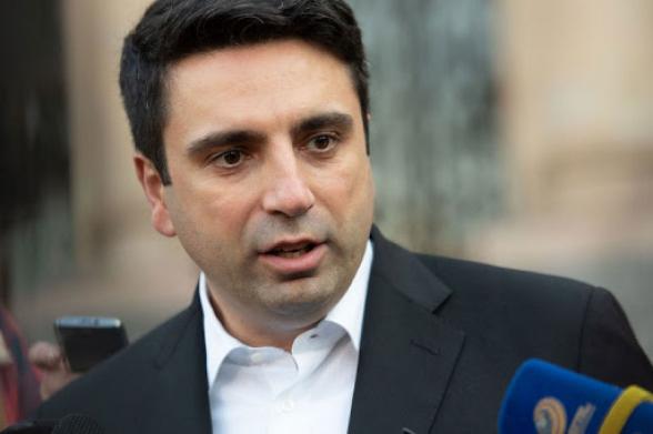 Ալեն Սիմոնյանին վռնդել են Մաշտոցի պողոտայի խանութից՝ դիմակ չունենալու պատճառով
