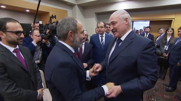 Каждая кухарка может управлять государством? или В Белоруссии, как в Армении