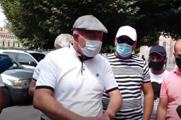 Ավտոներկրողների բողոքի ակցիան` Կառավարության դիմաց (տեսանյութ)
