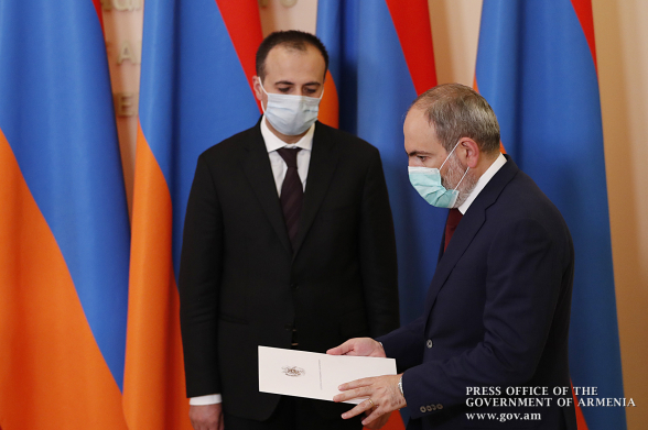 «Маскарад» Пашиняна и Торосяна (видео)