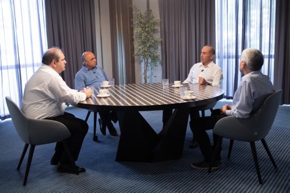 В первую очередь нужно понять, чего нельзя делать в вопросе Арцаха: Роберт Кочарян провел обсуждение с политологами (видео)