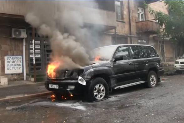 Հակառակորդը շարունակում է խաղաղ բնակավայրերը, այդ թվում՝ մայրաքաղաք Ստեփանակերտը թիրախավորել միջազգային մարդասիրական իրավունքով արգելված զինատեսակներից (տեսանյութ)