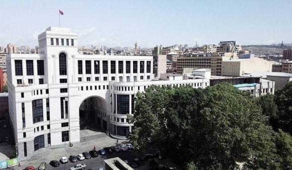 Армения и Азербайджан приняли решение об установлении гуманитарного перемирия с 00:00 18 октября