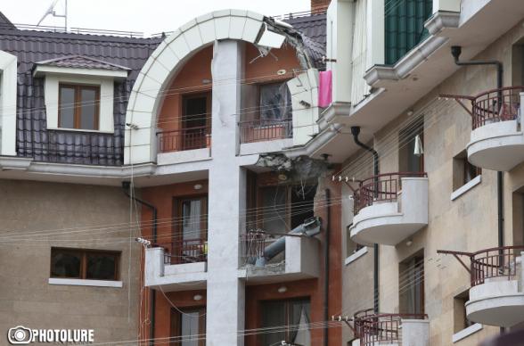 Азербайджан с раннего утра обстреливает Степанакерт