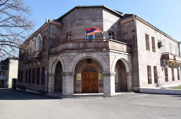 МИД Арцаха осудил преднамеренный удар по медицинским учреждениям в Степанакерте