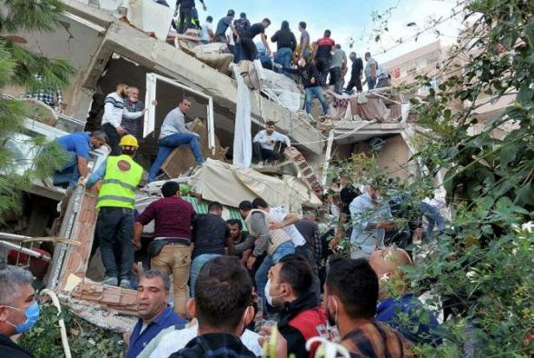 В результате землетрясения в Турции есть разрушения