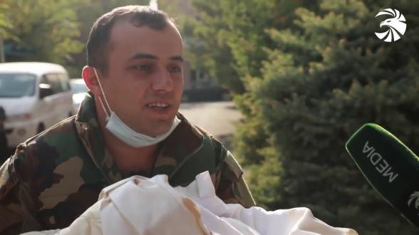 «Не могу подобрать слов»: первая встреча вернувшегося с фронта отца с новорожденной дочерью