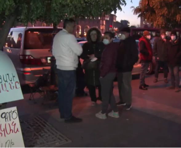 Քաղաքական գործիչներն այցելել են հացադուլ հայտարարած Գեղամ Մանուկյանին ու Կիմ Բալայանին (տեսանյութ)
