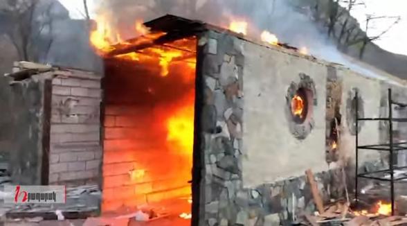 В Карвачаре сожгли ресторан Аршака Закаряна