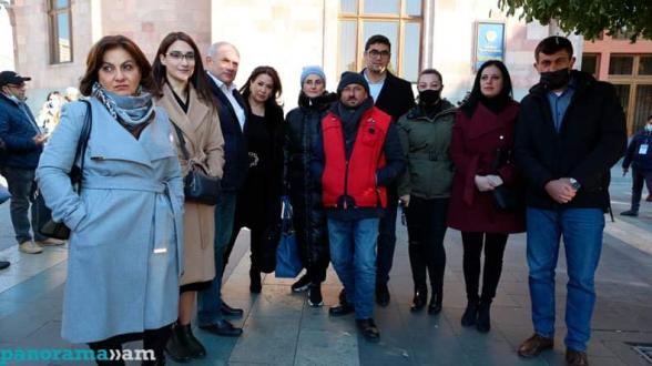 Լրատվամիջոցների խմբագիրները այցելել են հացադուլ հայտարարած Գեղամ Մանուկյանին և մյուս քաղաքացիներին (տեսանյութ)