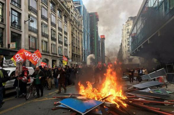 Փարիզում ընթացող բողոքի ակցիայի ժամանակ անկարգություններ են սկսվել (տեսանյութեր)