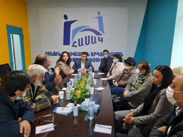Տեղի է ունեցել հանդիպում Շուշիի քաղաքապետ Արծվիկ Սարգսյանի և Շուշիի մի շարք բնակիչների հետ, որոնք պատերազմի օրերին տեղափոխվել էին Երևան